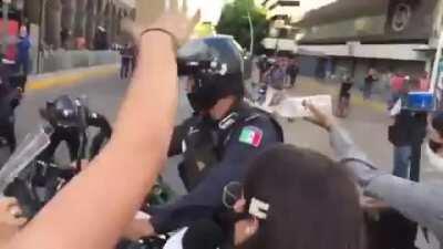Police man set on fire in Guadalajara, Mexico