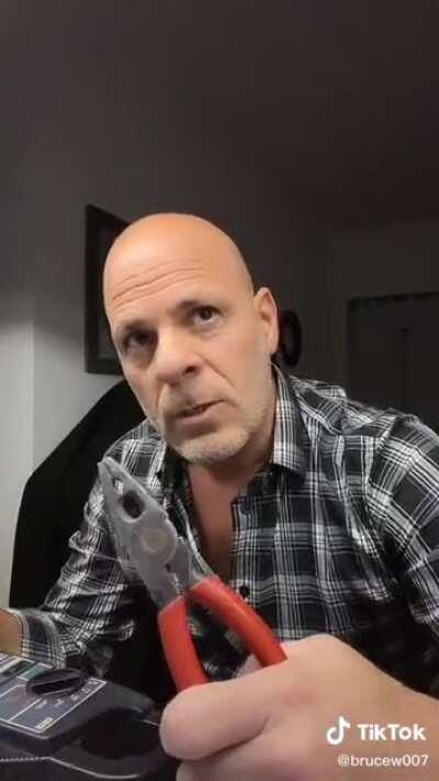 Ahora sí que lo vi todo... Un doble de Bruce Willis homenajeando a Ricardo Darin en Un Cuento Chino