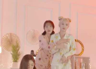 LOONA - Kim Lip & Yves