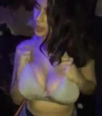 Shaking them titties 😍