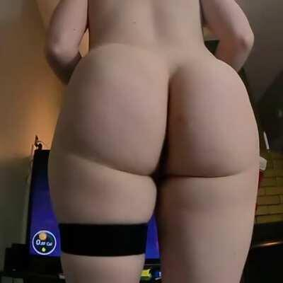 I hope my ass clap makes you fap 🍑😌