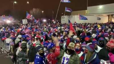 Bill's Mafia waiting for the AFC Champ to arrive back in Buffalo