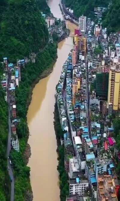 This city living on the edge of the river.