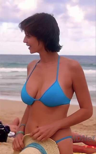 Catherine Bell bikini plots in Jag
