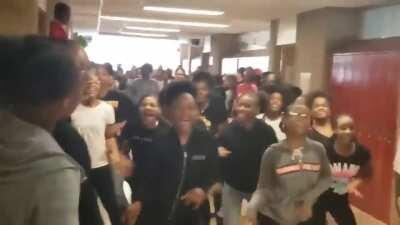 Teacher teaches students to dance '' Thriller ''. This happened in 2019 before quarantine!