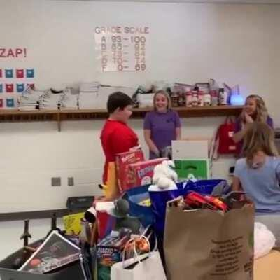 Classmates surprise boy with toys after he loses all of his in a house fire! (^。^)