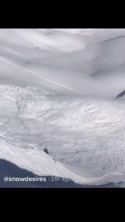 Snowboarder barely escapes the grips of a deadly avalanche