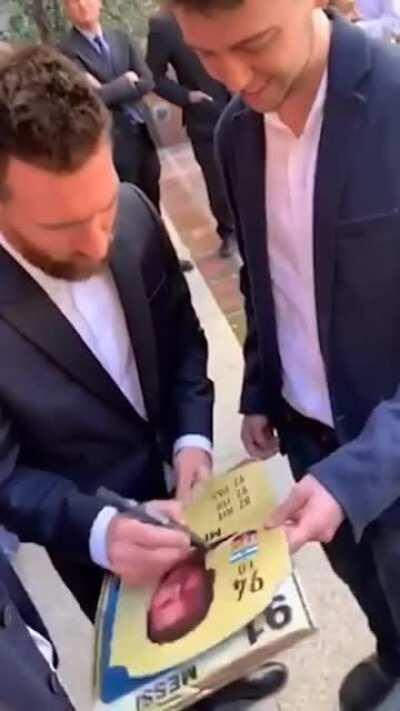 Finally, an autograph fro-