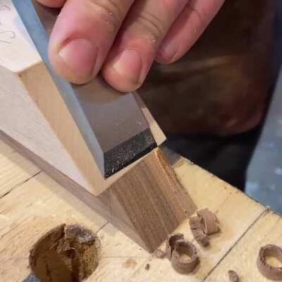 A sharp chisel vs. walnut