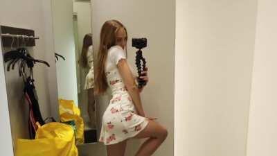U can see her underwear line😍