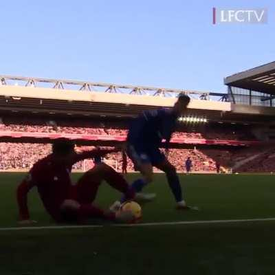 Bobby doing Bobby things! Lit skill in a tight spot! - Credit to LiverpoolFC Instagram.