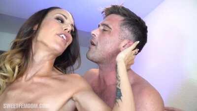 McKenzie Lee & Leigh Raven Fucks Guy`s Ass At A Bar