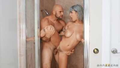 Gabbie Carter - Sneaky Shower Sex