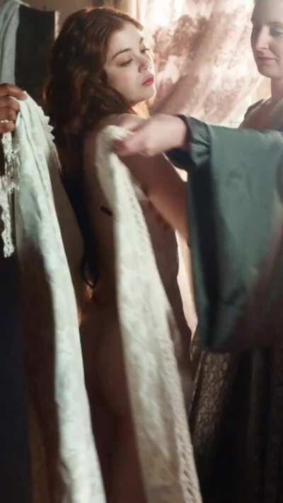 Charlotte Hope BARE ASS in 'The Spanish Princess' S2E1 (11 Oct 2020) [color corrected, enhanced]