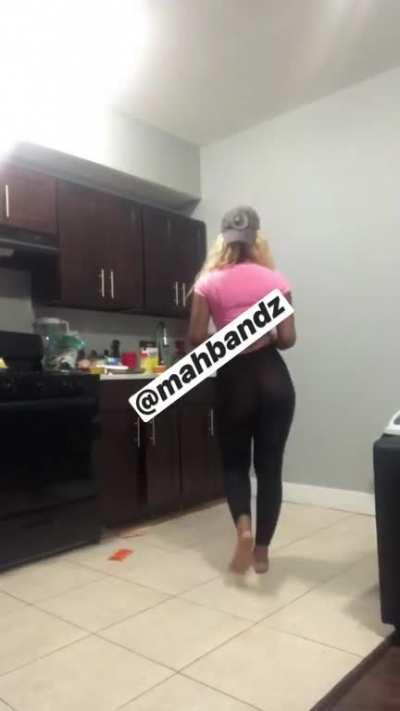 My outfit for grocery shopping.... I always record myself from behind to see how I look from the back before I go out ... lol you can even see my ass tats through my leggings. Follow my Instagram too yall💜💜