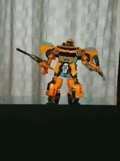 Bumblebee has no voice or else he can scream hahahah