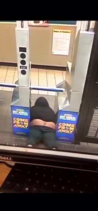 DJ Akademiks tryna sneak onto the subway