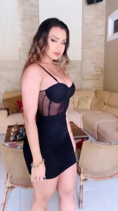 Bella Araujo in a tight black dress