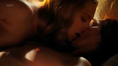 Julianne Moore (48) and Amanda Seyfried (23) lesbian plot in 'Chloe' (2009)