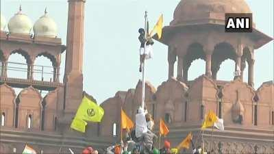 Protestors in India enter the Red Fort, hoist flag on republic day