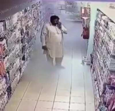 WCGW using a fire extinguisher as hand sanitizer