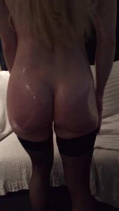A little bit of ass too brighten up your weekend😘