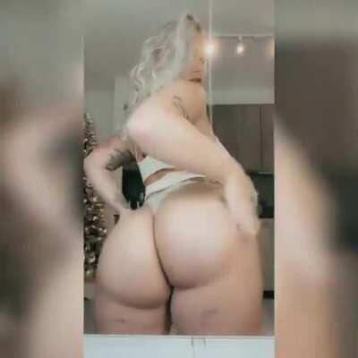 Blonde girl with a plump ass