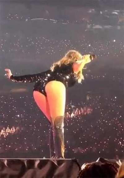 Taylor Swift definitely bending over favorite position#2