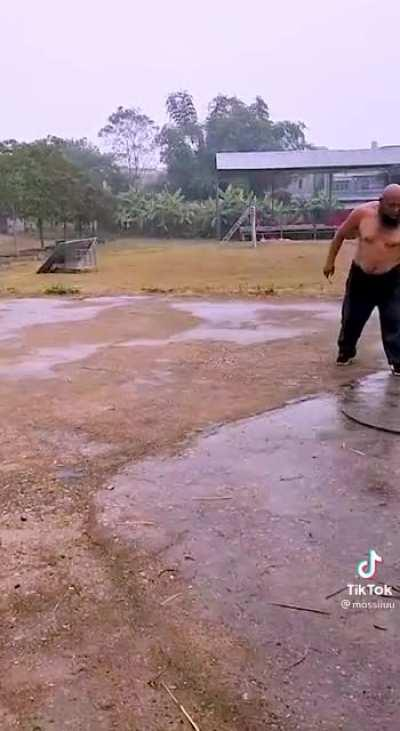 This man's chain whip mastery is frightening