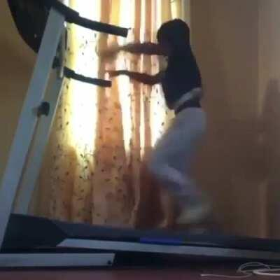 WCGW Trying to take shirt off while on a treadmill