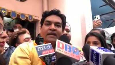 Kapil Mishra as he hands over 1 crore collected by him to Rinku's family:They attacked him even in hospital.It's intentional targeting of enthusiastic workers of Dharma.It must be treated as terror attack.Not just killers,those spreading hate against anyo