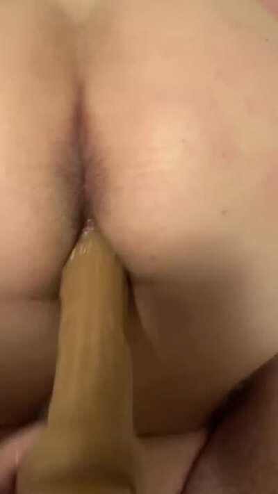 My friend (F)ucks me with a big dildo while hubby is out of town 😈