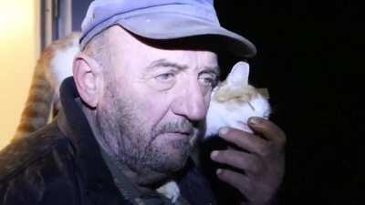A cat shows love for the owner on Live TV afrer he lost his home in the recent Croatia earthquakes.