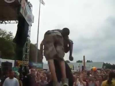 Akon bringing a fan onstage just to throw him off