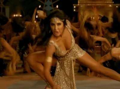 Katrina Kaif b**bs bounce