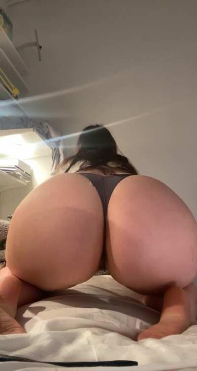 Upvote if you would fuck my ass 🍑