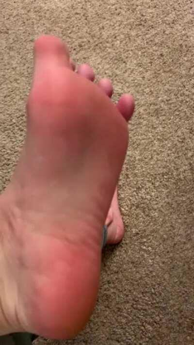 So close you can taste them 👅 Who needs lotion for a massage when you have all this natural lubricant? Comments and DMs welcome 🦶🏻💦
