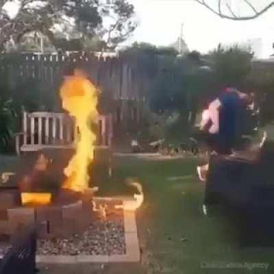 Kids, don't play with fire!