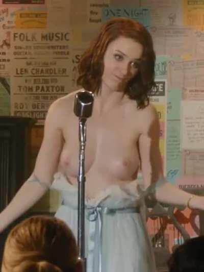 Rachel Brosnahan displays her great tits in The Marvelous Mrs. Maisel