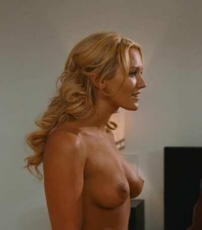 Nicky Whelan in 'Hall Pass'