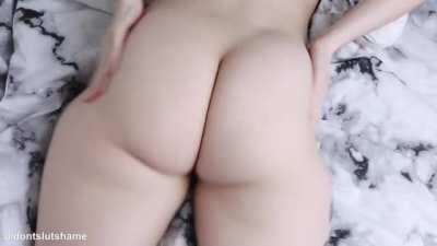 Jiggling my big booty and flashing my asshole