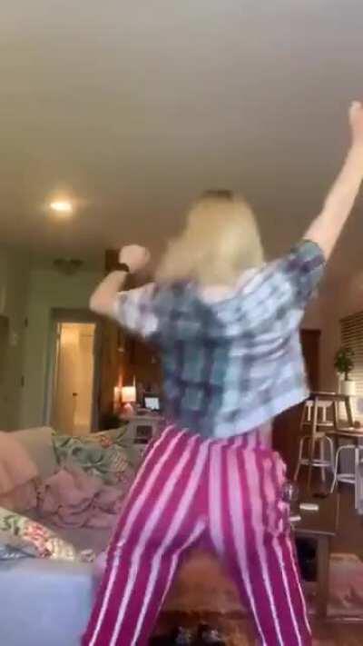 Courtney Twerking on TikTok