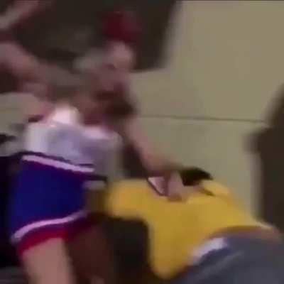 Cheerleader got hands 👀