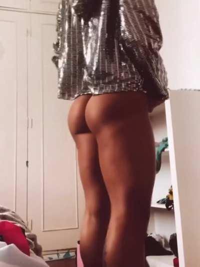 Thamires Pazz from Brazil [leg press + posing] [gif]