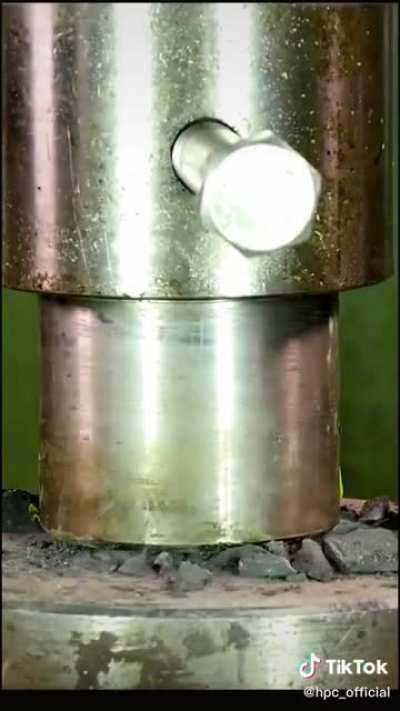 The hydroaulic press on different rocks