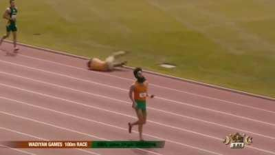 Best friend: Free hamburgers if you win the race. I:
