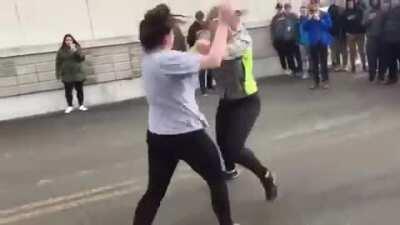 Street fight between 2 girls
