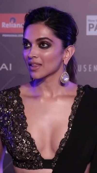 6 Minutes of Pure Bliss. This is title i would give this edit. Sexy glowing skin, kissable neck, cleavage display and that sassy face with sexy expressions. Happy Birthday Deepika Padukone. No wonder she rules us. 1080p with around 60fps. This is for you