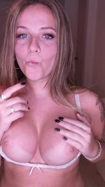 20 🤍 I am very interactive with fans 💓 Many PHOTOS and VIDEOS. B/G - BJ - Cumshots - Creampie- Customs, fetishes, SOLO - Anal and Vaginal , CREAMY tits, dick rating and much more 💙