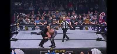 Kenny Omega/Hangman Page & The Lucha Bros with an insane exchange popping the crowd at AEW Dynamite (02.19.2020)